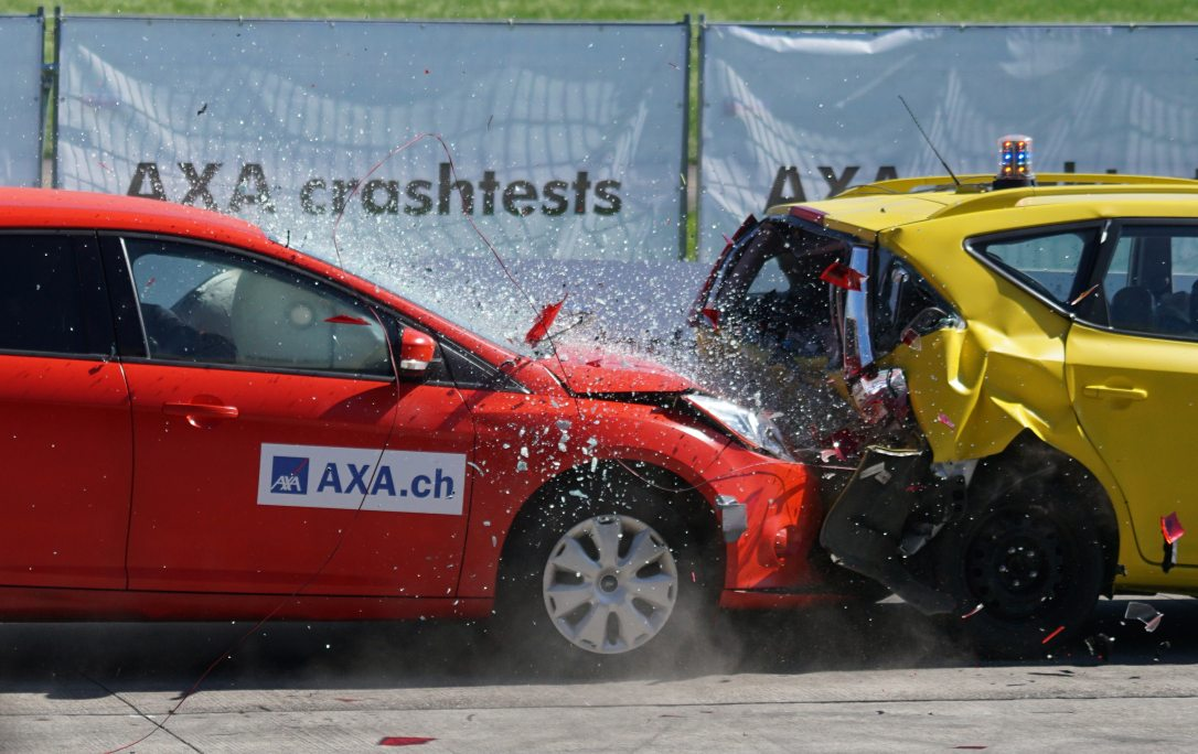 60-km-h-accident-airbag-163016